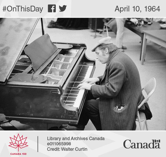 Photo of Glenn Gould in rehearsal, Toronto, 1974.