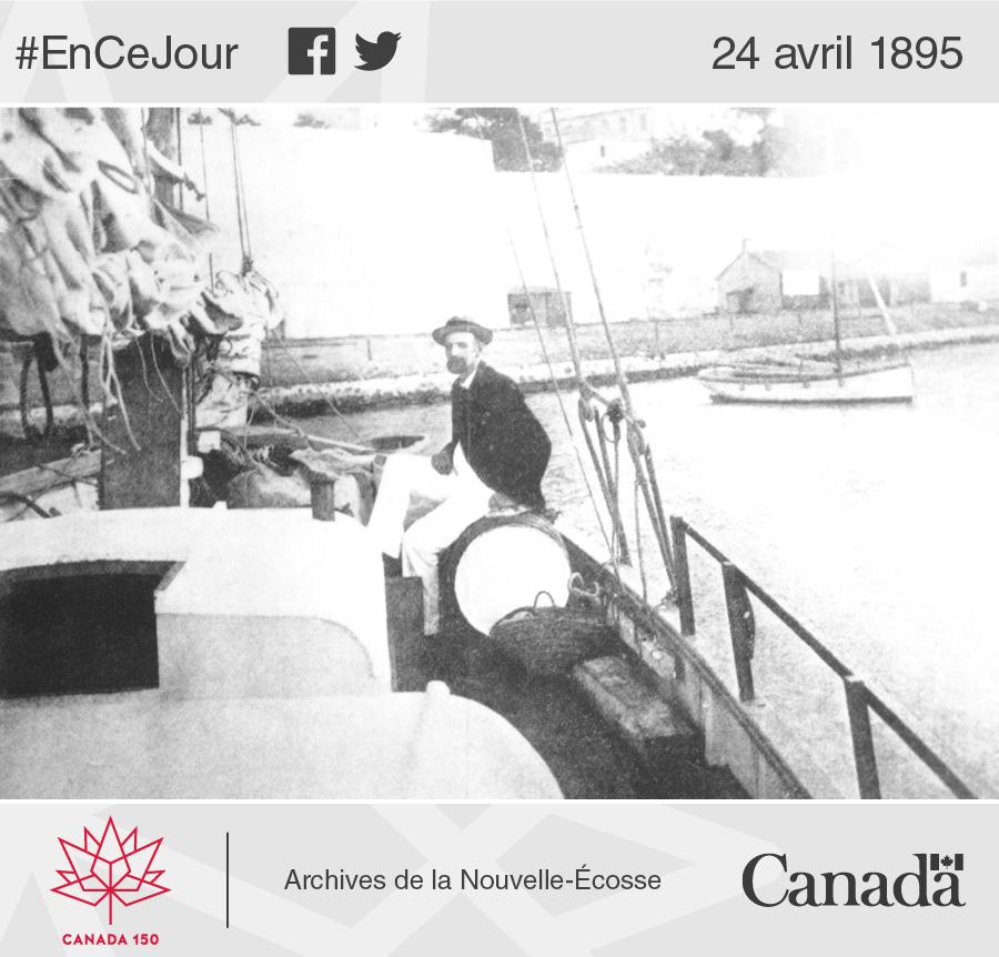 Le capitaine Joshua Slocum à bord du Spray à Gibraltar. W.R. MacAskill, photographe; Archives de la Nouvelle-Écosse, fonds W.R. MacAskill.