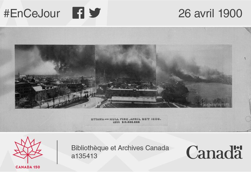 Photo panoramique de l'incendie qui a détruit la moitié de la ville de Hull et des quartiers d'Ottawa en 1900.