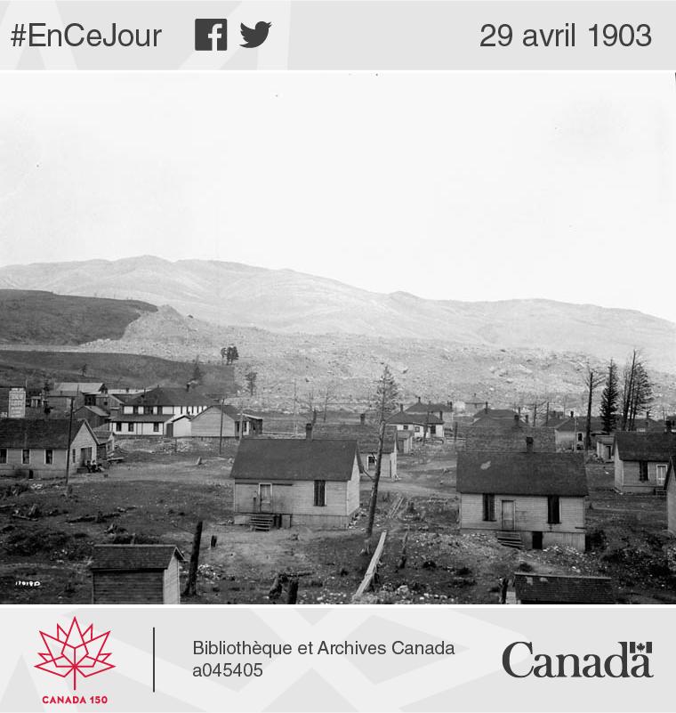 Vue au lendemain du glissement de terrain qui a enseveli une partie du village de Frank, en 1903.