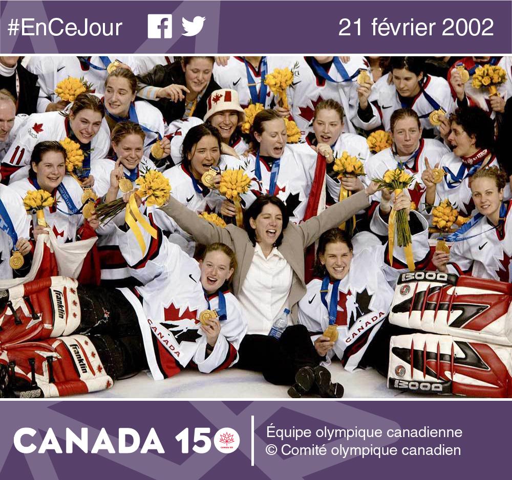 Photo de Cassie Campbell, capitaine de l'équipe canadienne de hockey féminin qui remporta deux fois la médaille d'or pour le Canada aux Jeux olympiques de 2002 et de 2006.