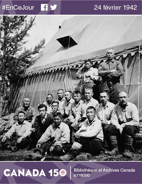 Groupe de détenus japonais dans un camp de prisonniers à Yellowhead, en Colombie-Britannique, en mars 1942.